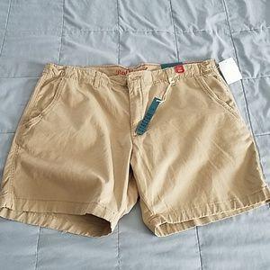 Red CAMEL KHAKI SHORTS. Size 40x7